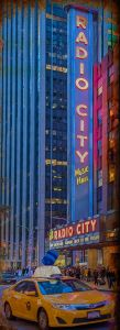 New York - Radio City - Yellow Cab